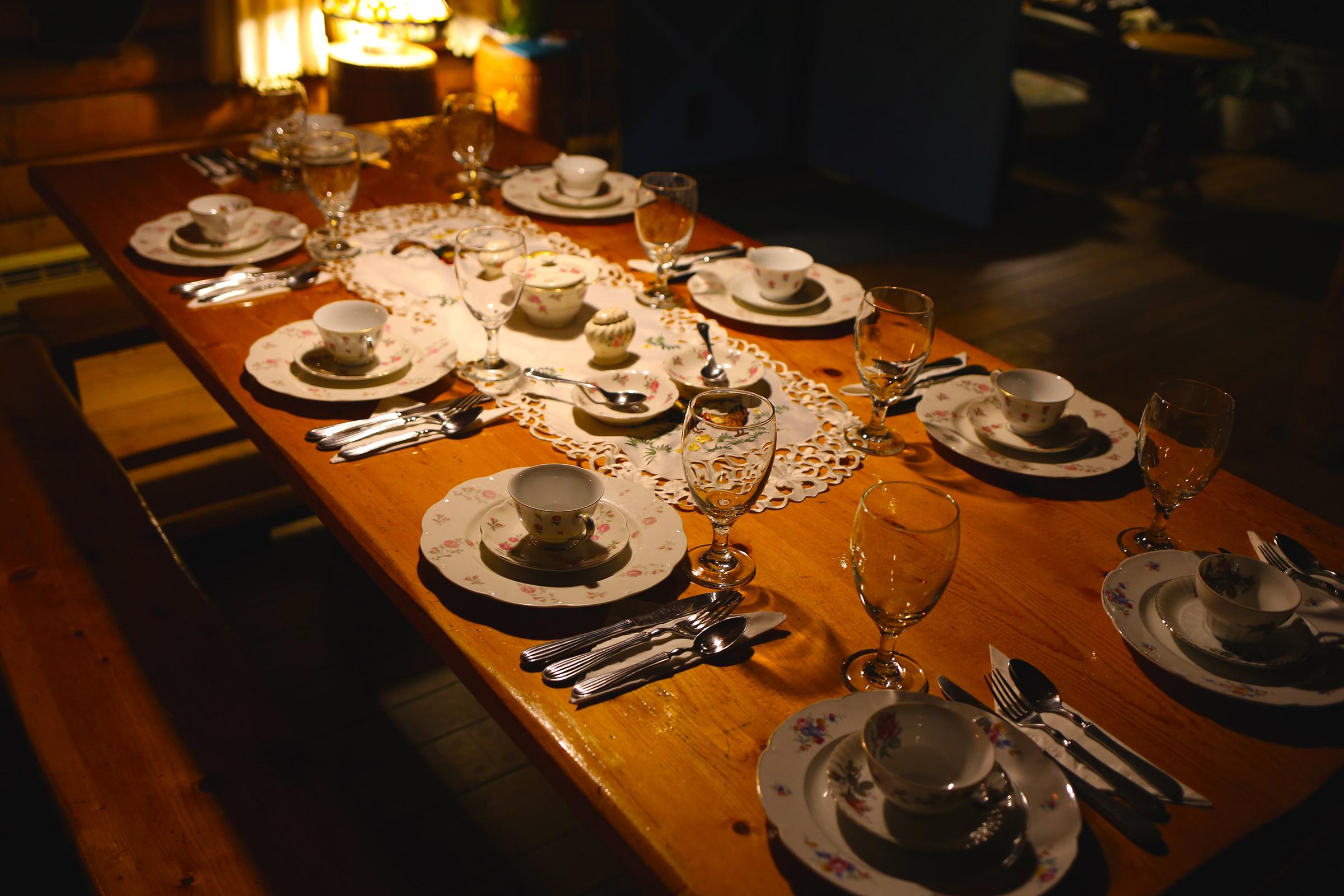 Log Country Inn B&B of Ithaca - Breakfast Table