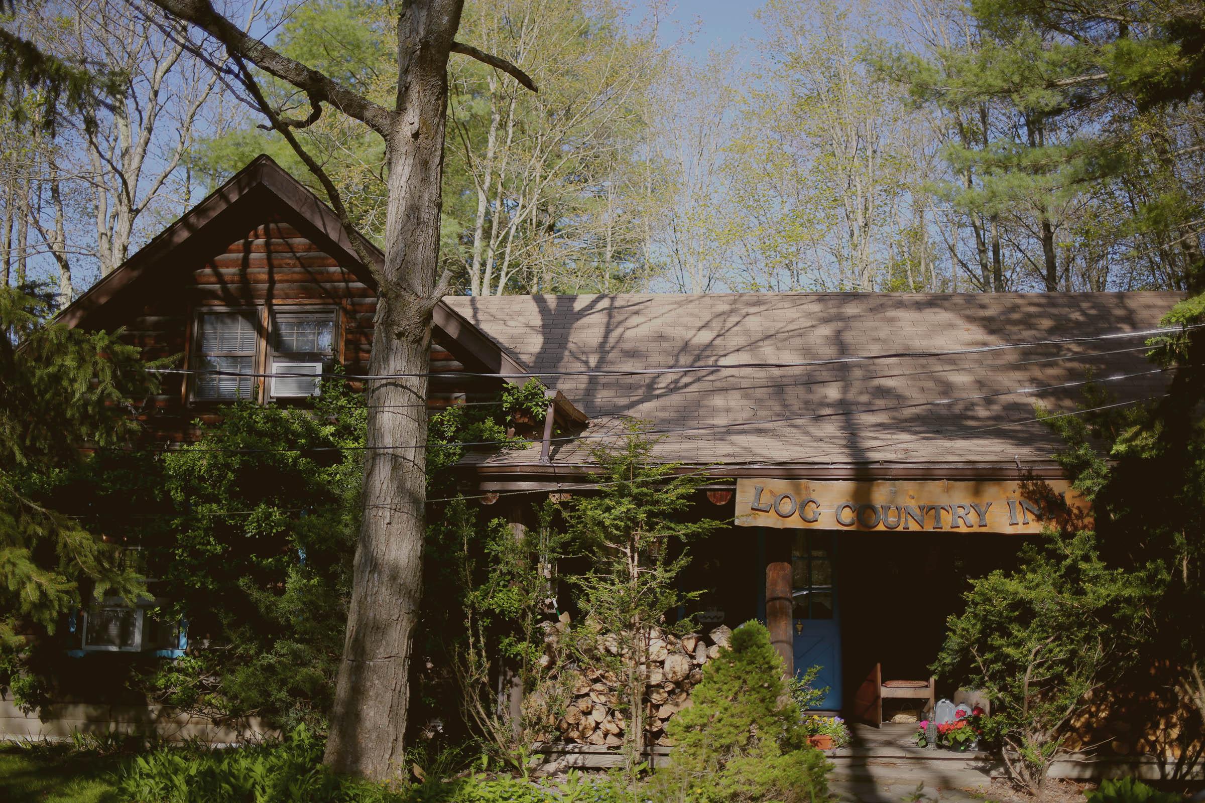 Ithaca B&B - Log Country Inn
